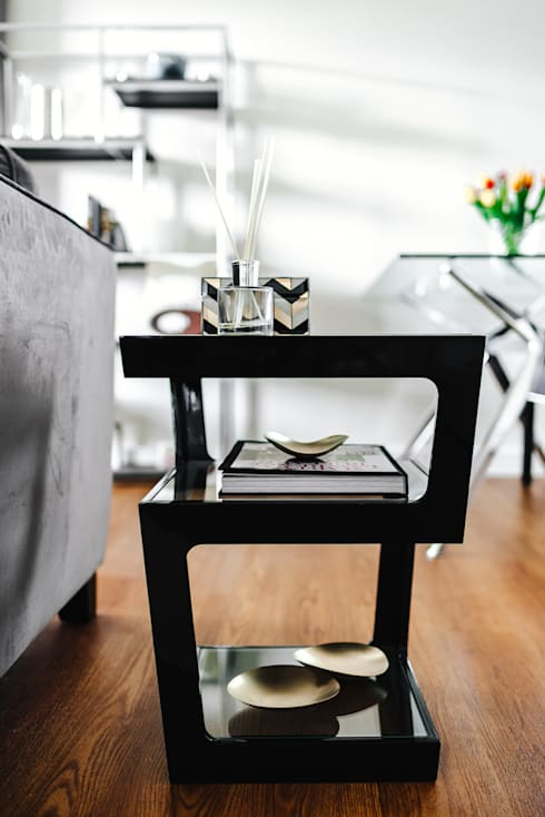 Side table: minimalistic Living room by Katie Malik Interiors