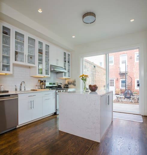 Shaw Rowhouse: modern Kitchen by FORMA Design Inc.