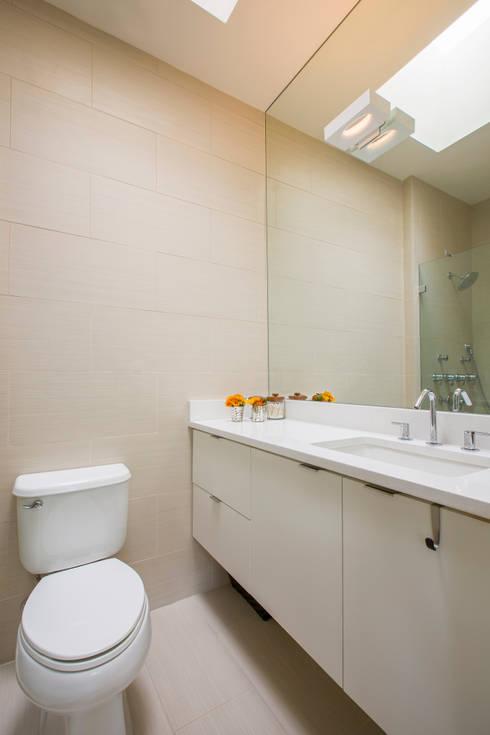 Shaw Rowhouse: modern Bathroom by FORMA Design Inc.
