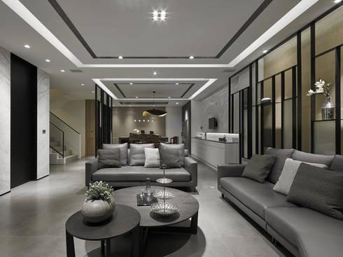 House D 鄧宅:  客廳 by 構築設計