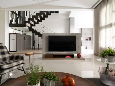 展Zhan:  客廳 by 禾築國際設計Herzu  Interior Design