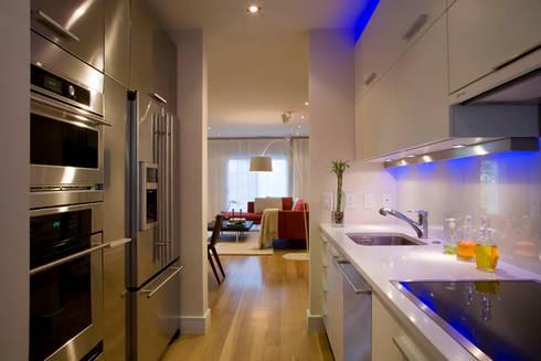 Zen Modern 2.0: modern Kitchen by FORMA Design Inc.