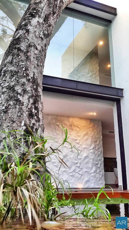 La Casa del Arbol / Playa del Carmen, Quintana Roo, México: Jardines de estilo  por AR STUDIO