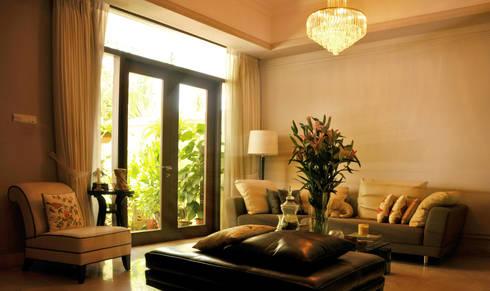 Chrystal Lamp: modern Living room by E&U