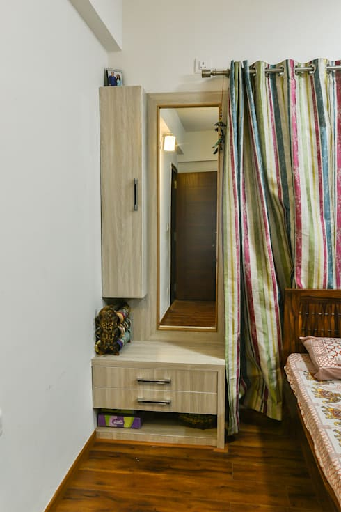 Gloryfields Apartment—Bangalore: classic Bedroom by Wenzelsmith Interior Design Pvt Ltd