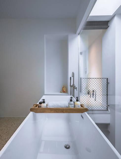 Bathroom by EVA architecten