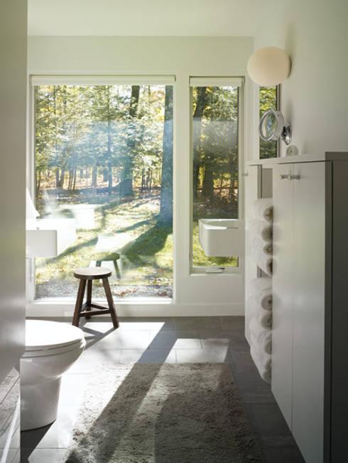 Paradise Lane, Litchfield County, CT:  Bathroom by BILLINKOFF ARCHITECTURE PLLC