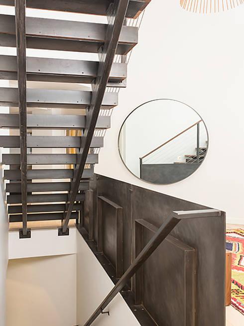 Dutchess County Residence, Amenia, NY:  Corridor & hallway by BILLINKOFF ARCHITECTURE PLLC
