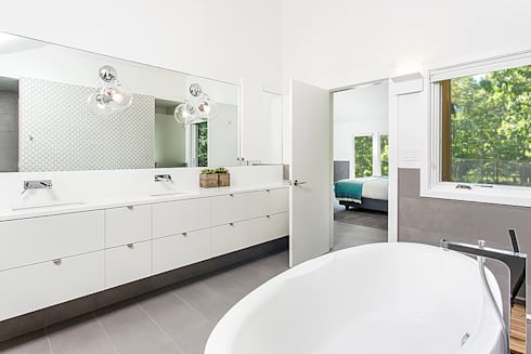Quogue Weekend House, Quogue, NY: modern Bathroom by BILLINKOFF ARCHITECTURE PLLC