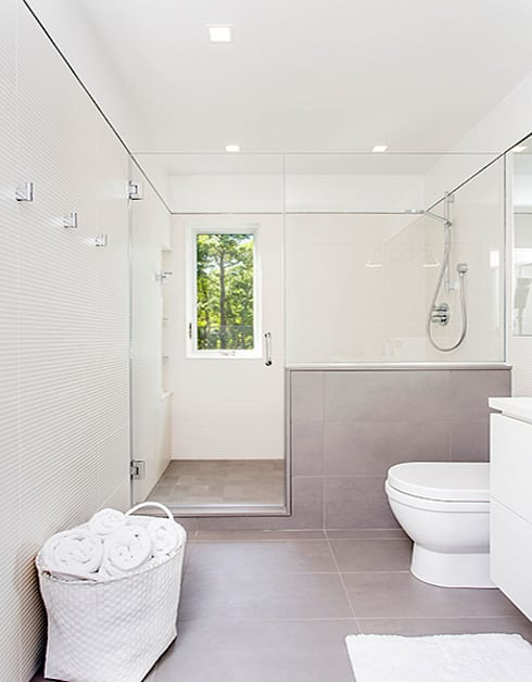 Quogue Weekend House, Quogue, NY: minimalistic Bathroom by BILLINKOFF ARCHITECTURE PLLC
