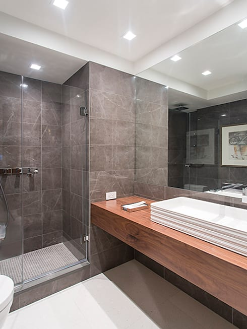 East 69th Street Apartment, NYC:  Bathroom by BILLINKOFF ARCHITECTURE PLLC