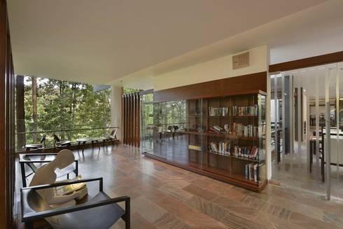 Almari- Shop and Library:  Hotels by Studio - Architect Rajesh Patel Consultants P. Ltd