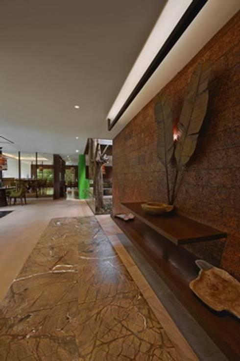 Baalelle Restaurant- Entrance:  Hotels by Studio - Architect Rajesh Patel Consultants P. Ltd