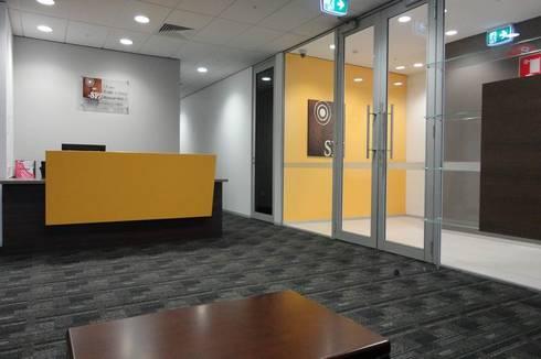 Reception desk:  Schools by Studio - Architect Rajesh Patel Consultants P. Ltd