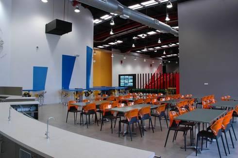 Cafeteria:  Schools by Studio - Architect Rajesh Patel Consultants P. Ltd