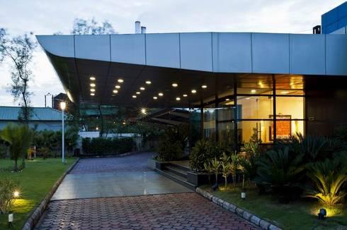 Entrance:  Office buildings by Studio - Architect Rajesh Patel Consultants P. Ltd