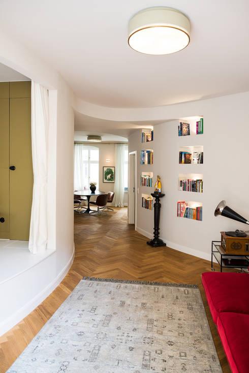 Wohnbereich:  Wohnzimmer von THE INNER HOUSE