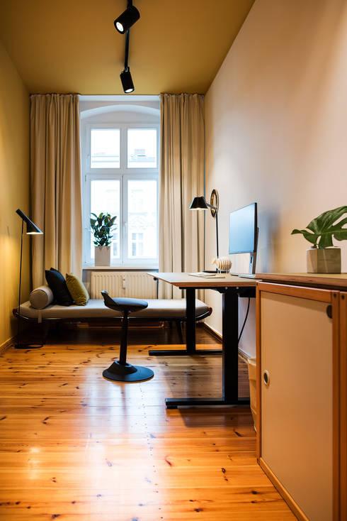Phòng học/Văn phòng by THE INNER HOUSE