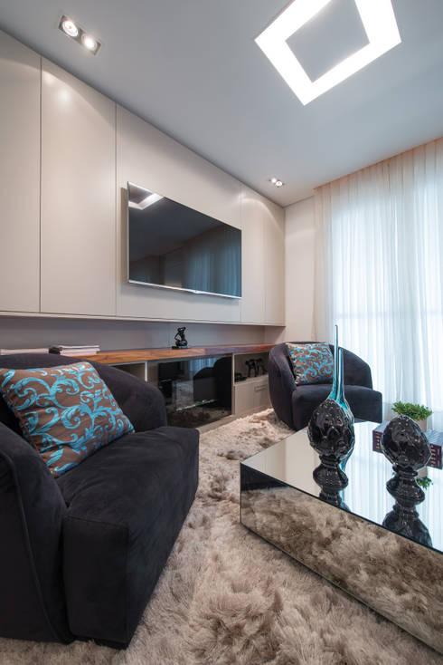 Projekty,  Salon zaprojektowane przez Factus Arquitetura Planejamento Interiores