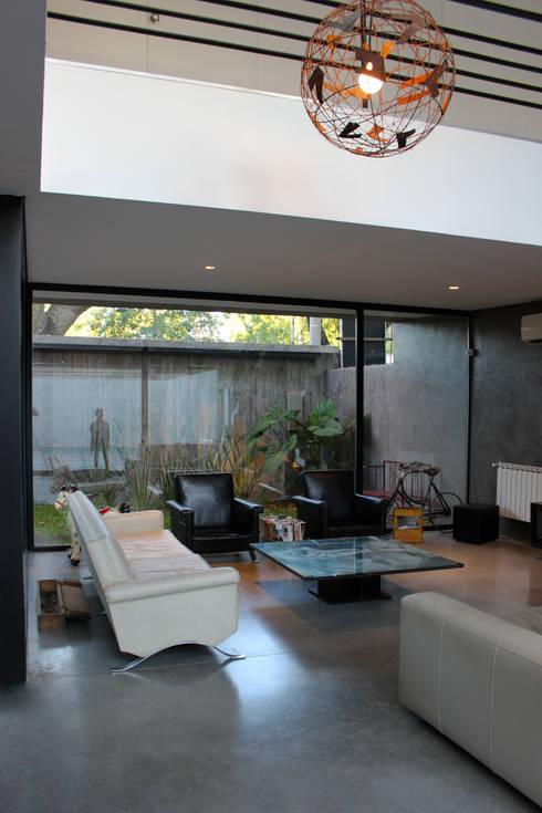 VIVIENDA UNIFAMILIAR: Casas de estilo moderno por DUA Arquitectos