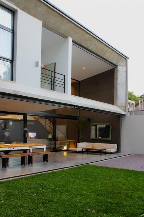 Casas de estilo moderno por DUA Arquitectos
