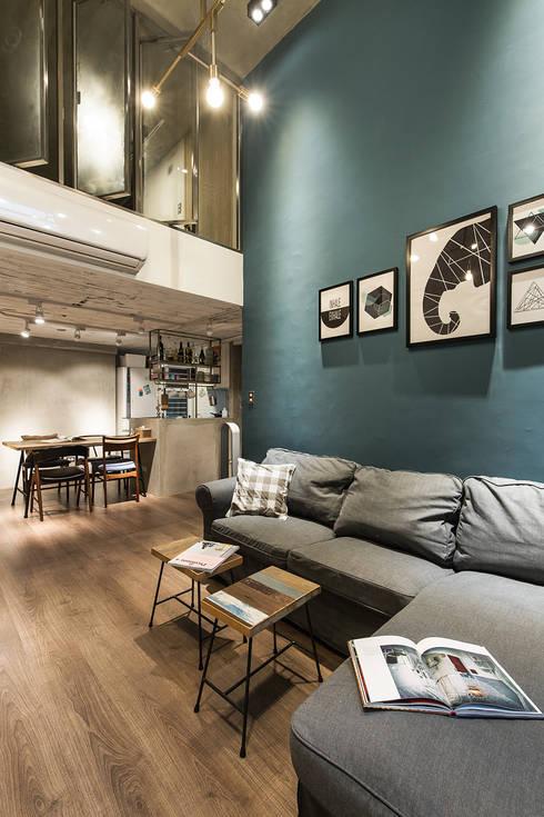 大直-溫馨質樸宅:  客廳 by Z+SQUARE DESIGN / 正工設計