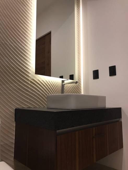 Baño : Baños de estilo  por AParquitectos