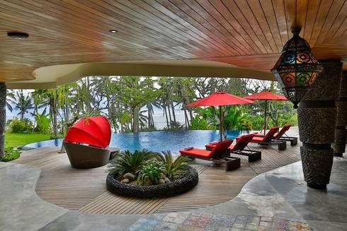 Swimming Pool furniture:  Pool by Credenza Interior Design