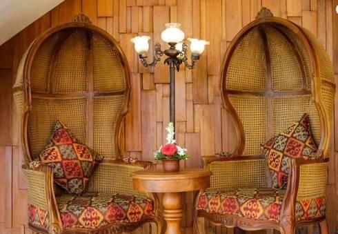 French style basket chair:  Balconies, verandas & terraces  by Credenza Interior Design