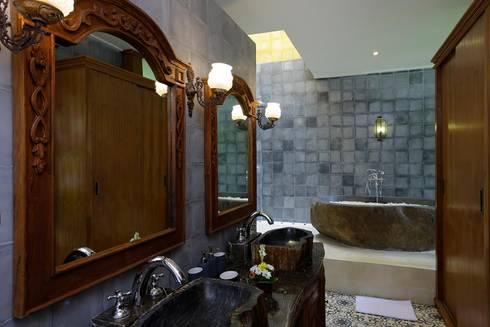 Bathroom 1 with stone bath tub, eclectic look:  Bathroom by Credenza Interior Design