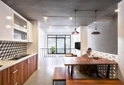Q10 House:  Phòng ăn by Studio8 Architecture & Urban Design