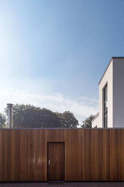Гаражи в . Автор – Bob Romijnders Architectuur & Interieur