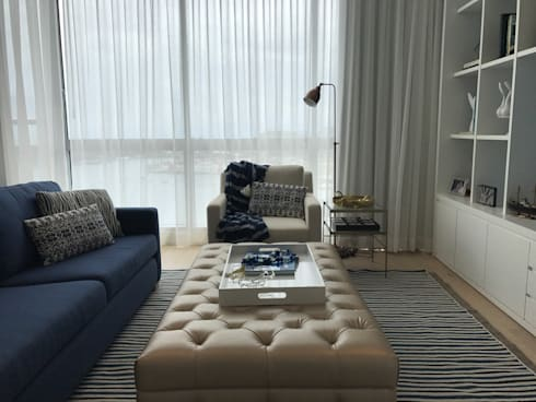 family room: Salas multimedia de estilo ecléctico por Ecologik