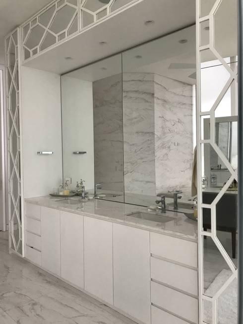 baño principal: Baños de estilo clásico por Ecologik