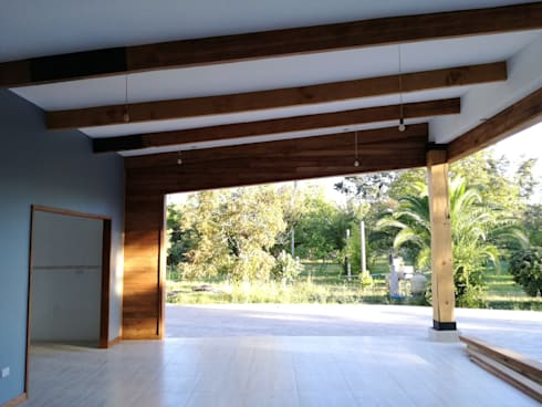 Centro de Eventos Casa Pirque : Terrazas  de estilo  por GY3 Arquitectos. spa