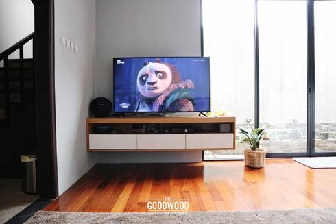 Rumah A+S:  Ruang Keluarga by The GoodWood Interior Design