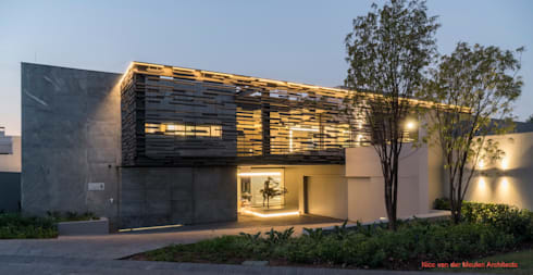 Single family home by Nico Van Der Meulen Architects