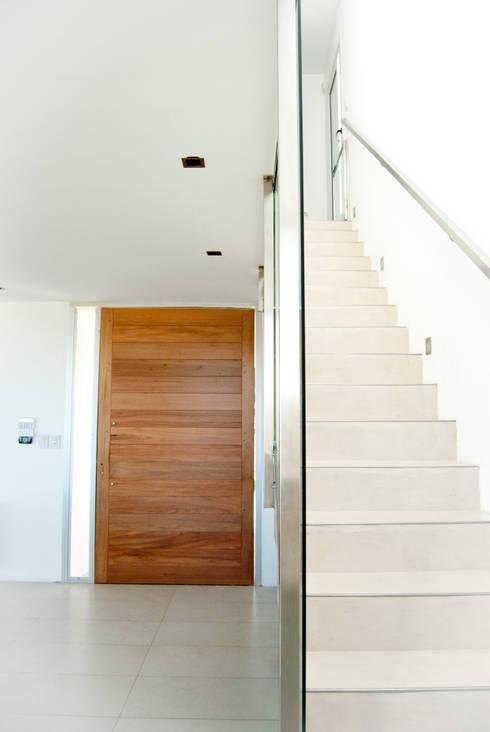 Pasillos y recibidores de estilo  por S.TS Arquitectos