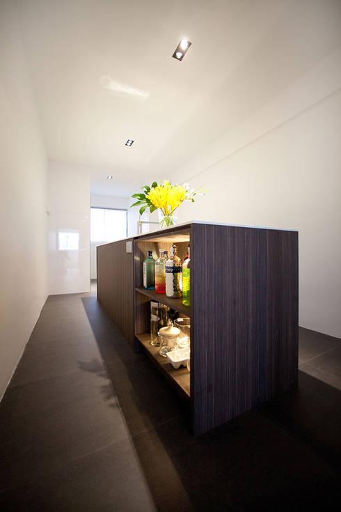 SIGLAP VALLEY HDB:  Dapur by INK DESIGN STUDIO