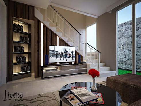 Living Room Under Stairs:  Ruang Keluarga by PT Kreasi Cemerlang Abadi
