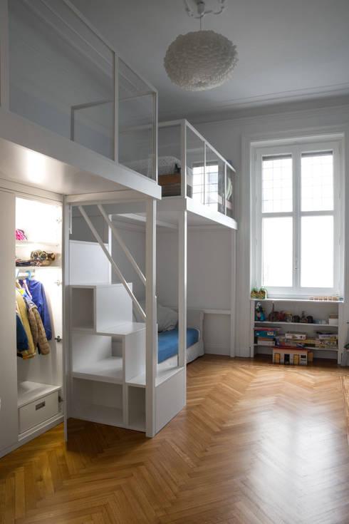 Habitaciones para niños de estilo  por Chantal Forzatti architetto