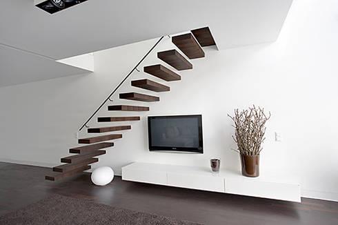 Sideboard: moderne Wohnzimmer von Tischlerei und PORTAS-Fachbetrieb Detlef Nissen
