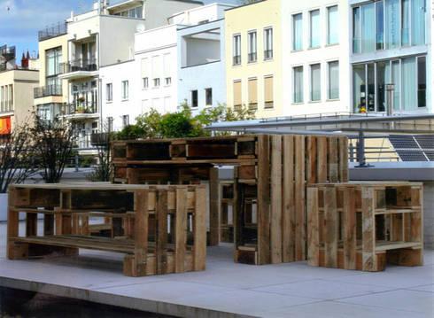 Palettenmöbel: ausgefallener Balkon, Veranda & Terrasse von Tischlerei und PORTAS-Fachbetrieb Detlef Nissen