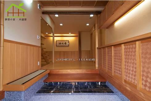 客製化設計-樂活山莊-日式健康綠建築:  走廊 & 玄關 by 詮鴻國際住宅股份有限公司