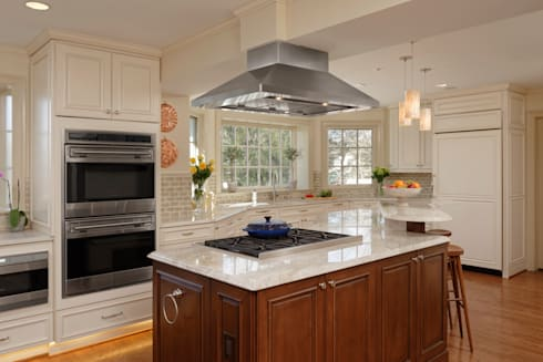 """""""Cook's Kitchen"""" Renovation in Potomac, Maryland: classic Kitchen by BOWA - Design Build Experts"""