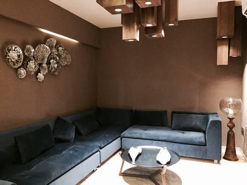 Iscon Platinum Show Apartment : modern Living room by Studio R designs