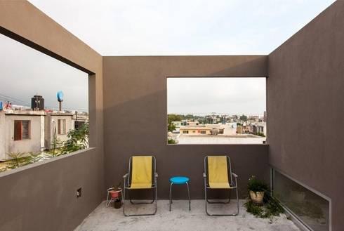 Casa RM: Terrazas de estilo  por ARKRAFT studio