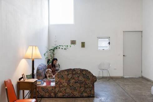 Casa RM: Salas de estilo minimalista por ARKRAFT studio