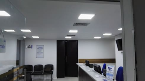 Remodelación IPS Hernán Ocazionez -Clínica Medellín-: Clínicas de estilo  por INGECOSTOS S.A.S.