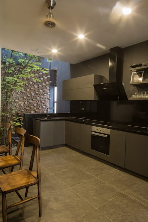 STH - Nhà thang:  Nhà bếp by deline architecture consultancy & construction